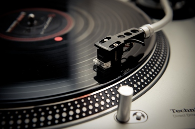 Technics_Turntable-by_David_Gallard