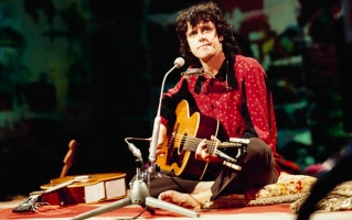 Donovan Performs On Tv Show