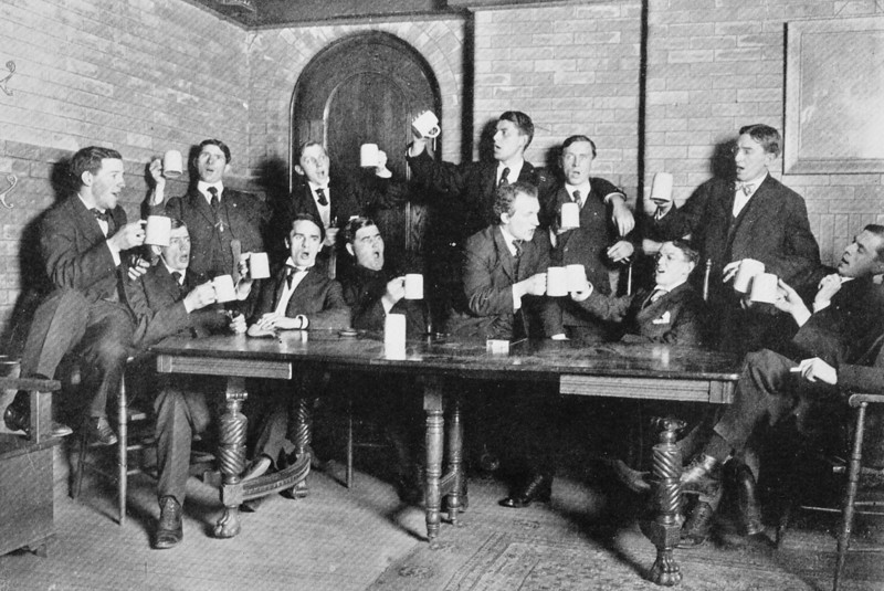 irish-pub-singing-drinking-beer-1