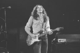 rory-gallagher-c1977-manchester-by-steve-smith-8