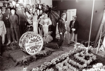 the-beatles-sgt-pepper-photo-shoot-set-1967-chelsea-manor-studios