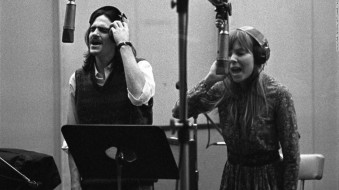 James-Taylor-and-Joni-Mitchell-e1439431184944