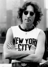 JOHN_LENNON_BOB_GRUEN_NEW_YORK_CITY_SHIRT_1974