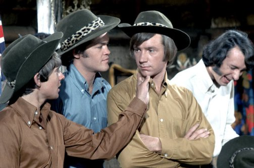 1714899-davy-jones-the-monkees-on-set-617-409-1