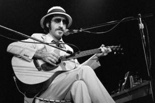Leon Redbone in Concert at Symphony Hall in Atlanta - August 20, 1977